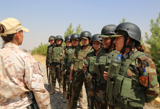 An Italian trainer conducts training for female Zeravani soldiers in Bnaslawa, Iraq. Photo by SGT Kalie Jones, CJTF-OIR, Aug 8, 2016.