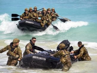 Soldiers of the 25th Infantry Division conduct Combat Rubber Raiding Craft Training in Hawaii. (Photo by SSG Armando Limon, DoD, 29 Nov 2017).